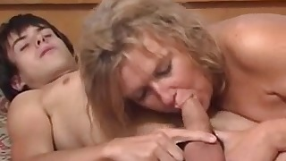 Russian mature amateur received a cumshot