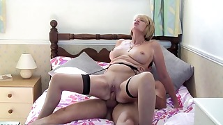 Sexy older mommy likes dick riding so much