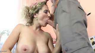 Good mom with big tits likes rough sex