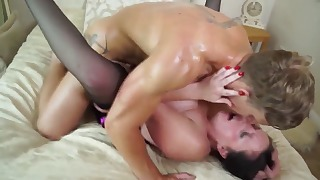 Stunning xxx moms mature porn in the bed
