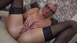 Lusty mature blonde plays with a nice dildo