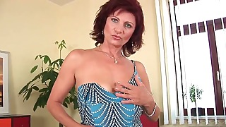 Redhead MILF hottie shows off her pussy