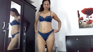 Passionate big-bottomed latina shows her skills